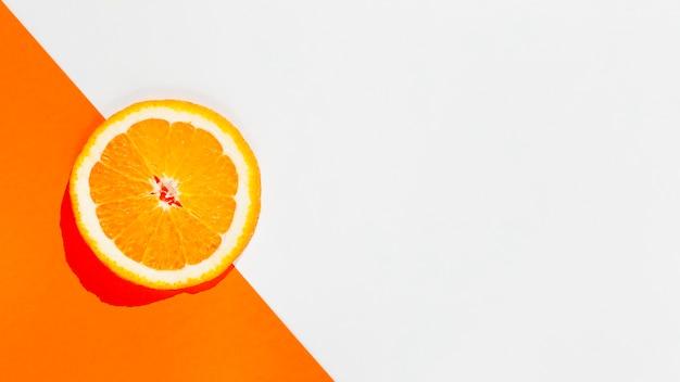 Cornice fetta d'arancia vista dall'alto Foto Gratuite