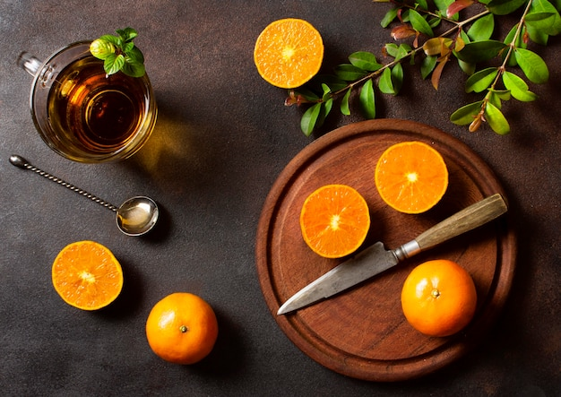 Вид сверху апельсины и чай зимняя еда и напитки концепция Бесплатные Фотографии
