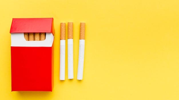 コピースペース付きタバコのトップビューパック 無料写真