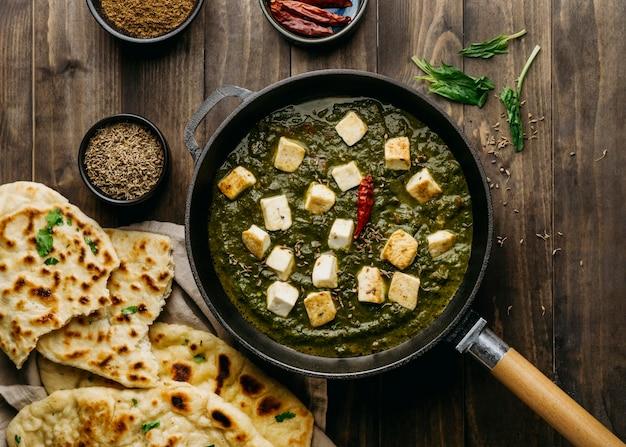 상위 뷰 파키스탄 음식 배열 무료 사진