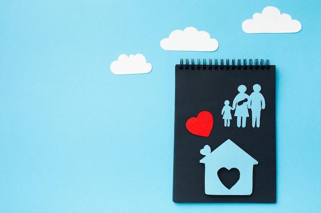 Вид сверху бумаги вырезать концепцию семьи с копией пространства Бесплатные Фотографии