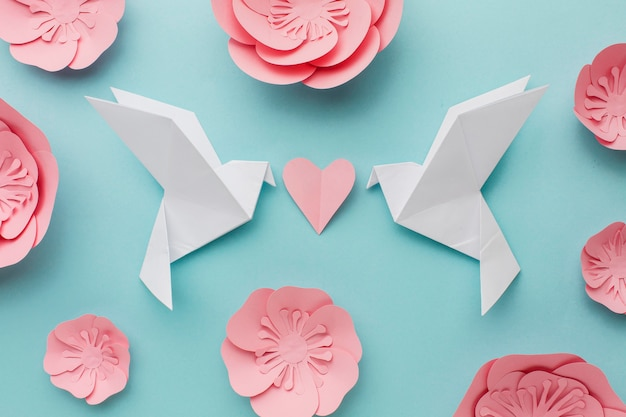 Top view of paper doves with heart and flowers Free Photo