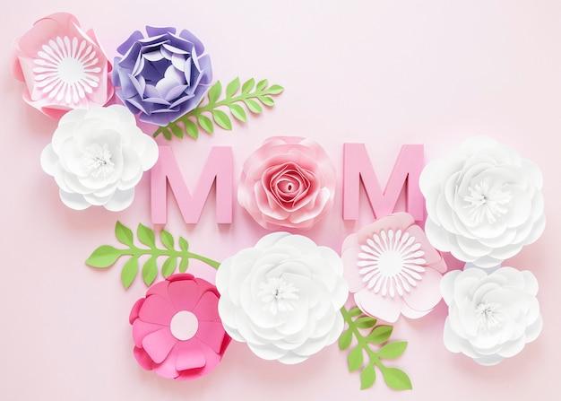 Fiori di carta vista dall'alto per la festa della mamma Foto Gratuite