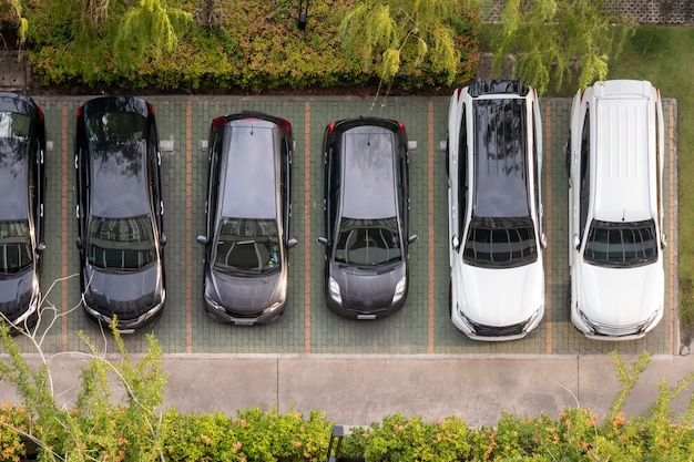 Top view of parking in the condominium with green trees Premium Photo
