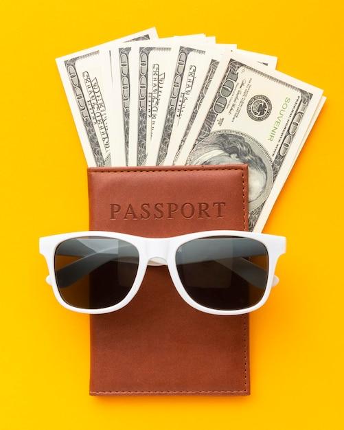 トップビューパスポートとサングラス 無料写真