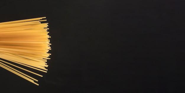 Рамка макарон с видом сверху с копией пространства Бесплатные Фотографии