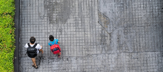 Top view of people traveling walking in the city Premium Photo