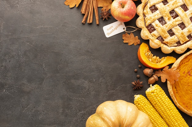 Top view pie and apples on stucco background Free Photo