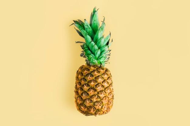 Top view pineapple Free Photo