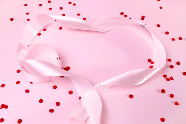 Вид сверху розовая лента на столе Бесплатные Фотографии