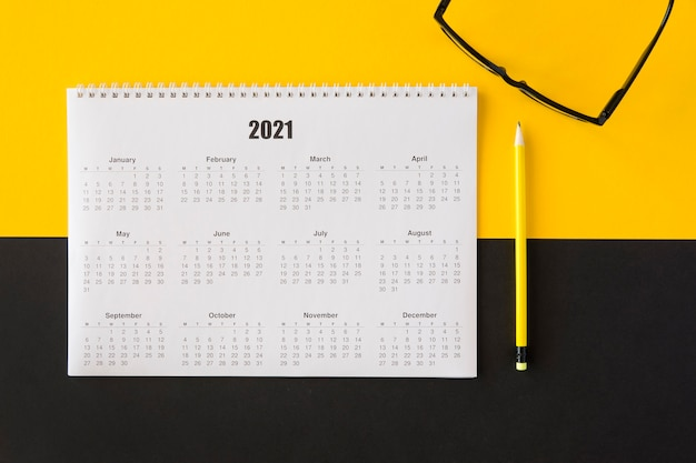 Top view planner 2021 calendar and reading classes Free Photo