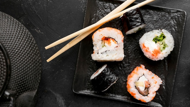 Top view plate with fresh sushi rolls Free Photo
