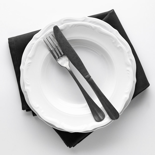 Top view of plates with cutlery and napkin Free Photo
