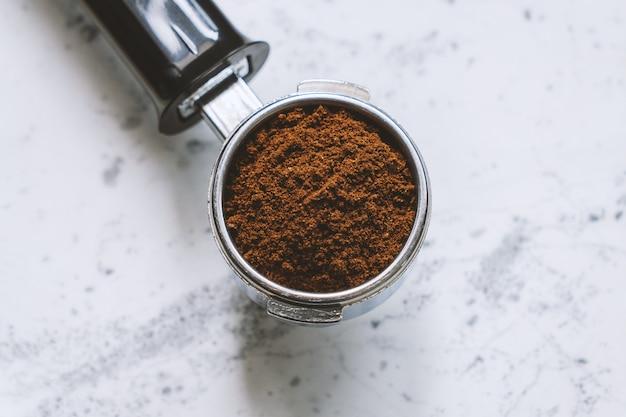 Top view of portafilter with ground coffee Premium Photo