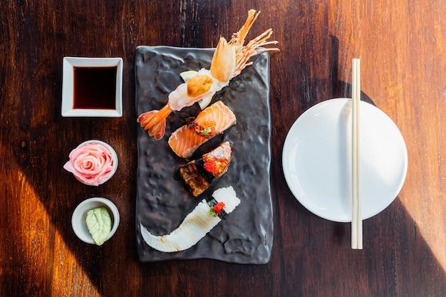 Top view of premium sushi set include deep fried shrimp with sea urchin, foie gras, salmon and engawa. Premium Photo