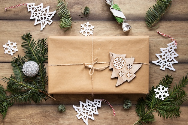 Top view of present box with decorations Free Photo