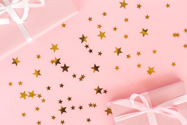 Top view presents with star confetti Free Photo