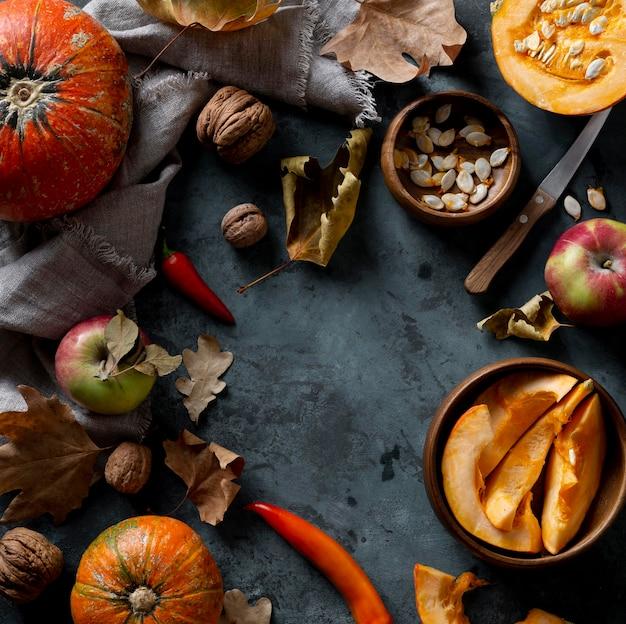 Disposizione delle zucche e delle mele di vista dall'alto Foto Gratuite