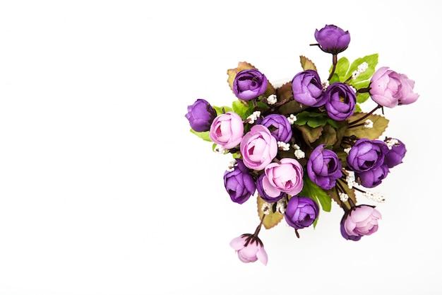分離された白のトップビュー紫花束バラの花 Premium写真