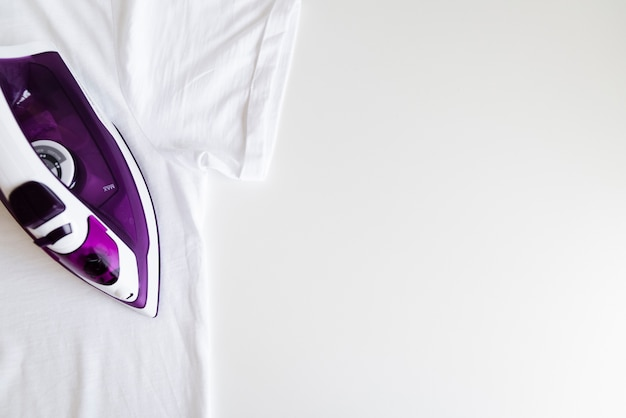 Top view purple iron with white background Free Photo