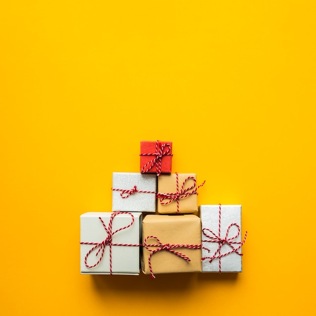 Top view pyramid of wrapped gifts Premium Photo