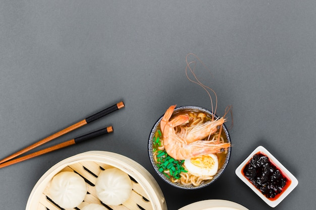 Top view of ramen bowl and dim sum Free Photo