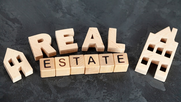 Top view real estate lettering Free Photo