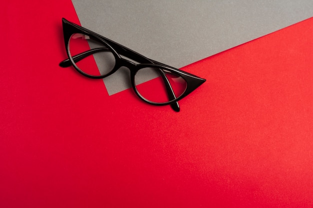 Top view retro glasses with copy space Free Photo