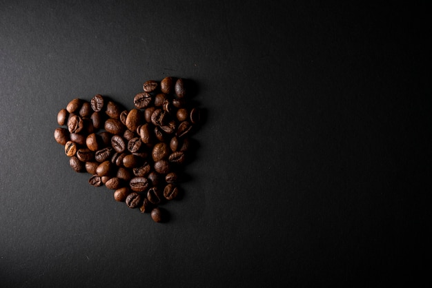 Top view roasted coffee beans in shape of heart Free Photo