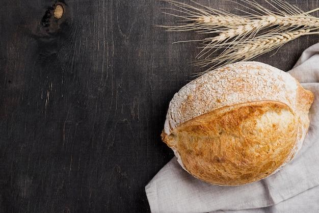 Вид сверху круглый хлеб и пшеница Бесплатные Фотографии