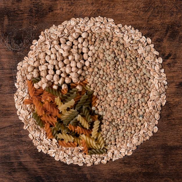 Расположение семян и макарон, вид сверху Бесплатные Фотографии