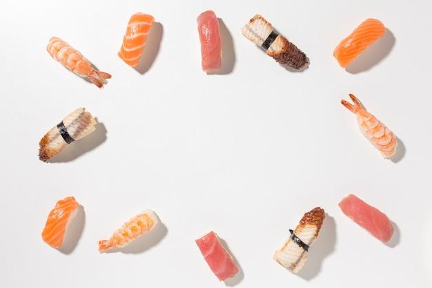 Вид сверху выбор вкусных суши с копией пространства Бесплатные Фотографии
