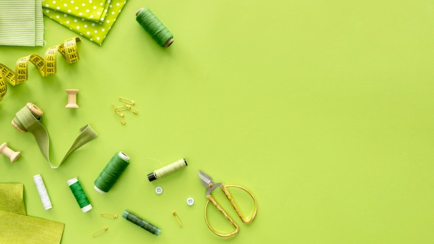 Top view of sewing essentials with thread Free Photo