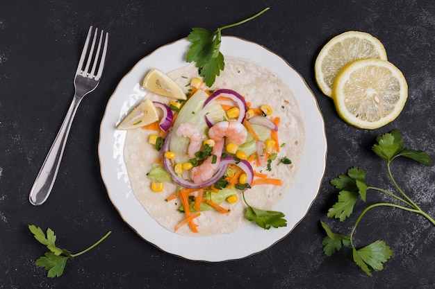 Top view of shrimp and other food on pita Free Photo