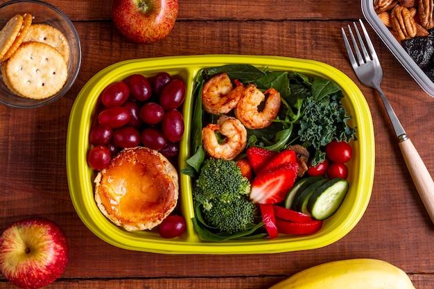 Креветки, овощи и фрукты, вид сверху Бесплатные Фотографии