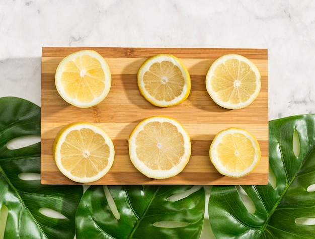 Top view sliced lemons on wooden board Free Photo
