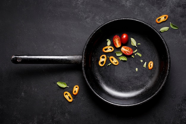 Top view slices of tomatoes and chilli pepper in pan Free Photo