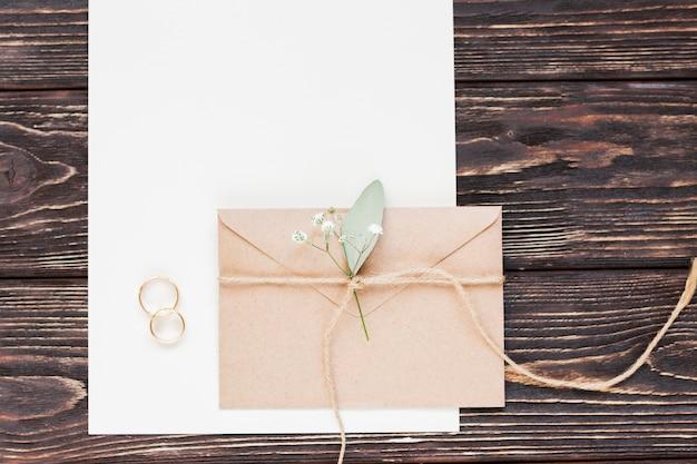 結婚式のためのトップビューのささやかな贈り物 無料写真