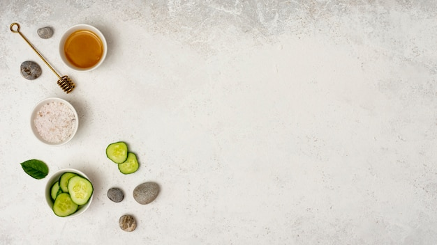 Top view spa frame with sliced cucumber Free Photo