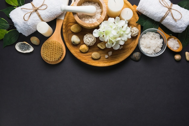 Top view of spa products on black background Free Photo