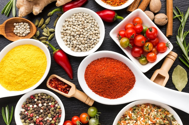 Top view spices powder on spoons and bowls Free Photo