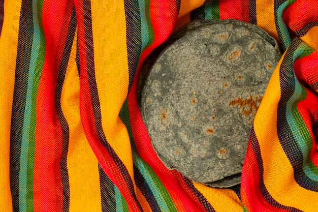Top view spinach tortilla on fabric Free Photo