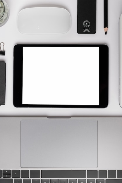 Top view tablet near laptop mock-up Free Photo