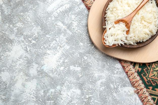 흰색에 갈색 접시 안에 상위 뷰 맛있는 밥 무료 사진