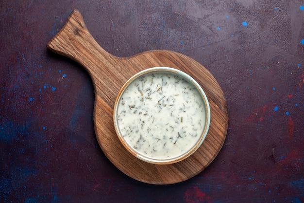 暗いテーブル、食事食品スープグリーン内の緑とヨーグルトから平面図おいしいdovga 無料写真