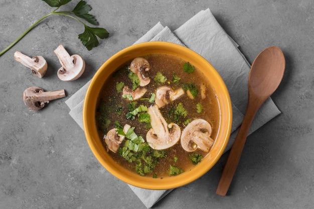 Вид сверху вкусный грибной суп Бесплатные Фотографии