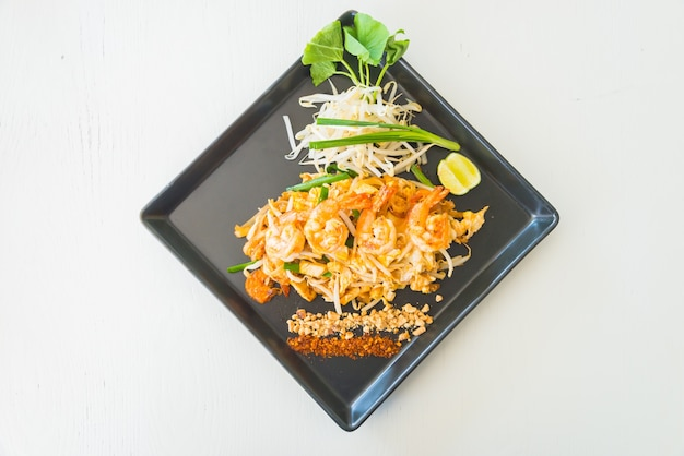 Top view of tasty noodles with prawns Free Photo