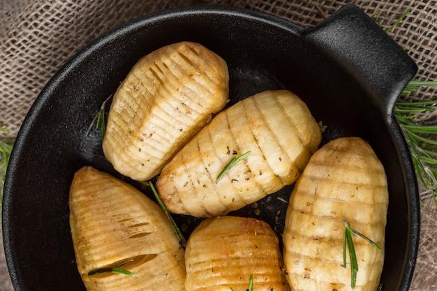 Vista dall'alto gustose patate nella ciotola Foto Gratuite