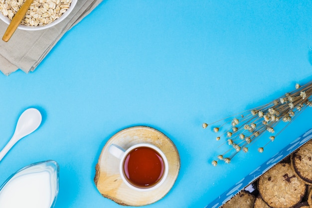 Top view tea cup with breakfast elements Free Photo