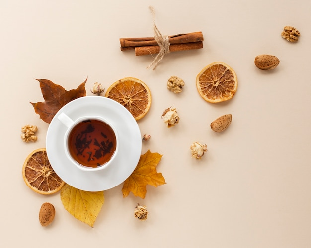 Top view of tea with dried orange slices Free Photo